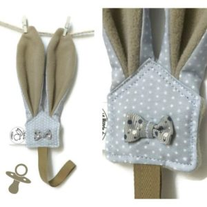 Attaches sucettes oreilles de lapin rose ou taupe en tissu gris imprimé pois blanc , unique original.