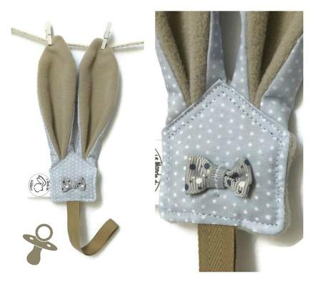 attaches sucettes oreilles de lapin rose ou taupe en tissu gris imprim pois blanc unique. Black Bedroom Furniture Sets. Home Design Ideas