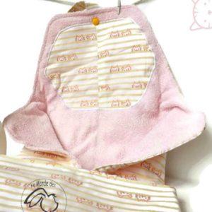 Tapis  à langer nomade tissu coton motif chat doublé éponge rose. Unique fait main.