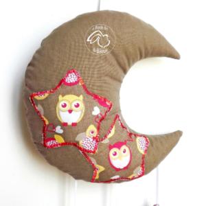 Lune et se étoiles.Décoration de chambre enfant.Tissu taupe motif Chouette.Original, fait main.