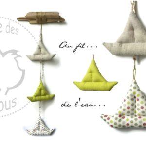 Décoration bateaux tissu et bois flotté vert anis,taupe et multicolore . Fait main .Originale.