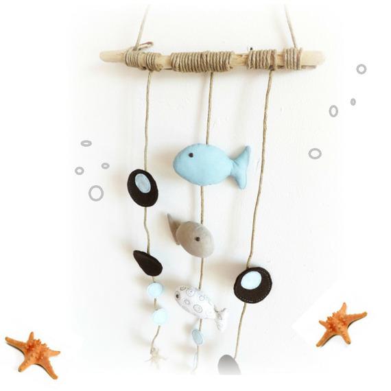 D coration chambre d enfant poissons bleu taupe blanc motif bulles feutrine bois flott Deco chambre bebe garac2a7on taupe et bleu