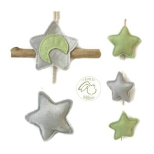 Décoration murale étoiles vert anis  et grises . Bois flotté.Unique. Fait main .Originale.
