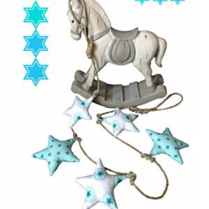 Guirlande . Étoiles  blanches et bleu sur corde. naturelle Originale, unique. fait main