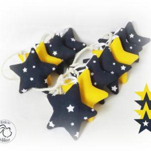 Guirlande d'étoiles, décoration chambre d'enfant.Etoiles  bleus et jaunes. Originale,fait main.