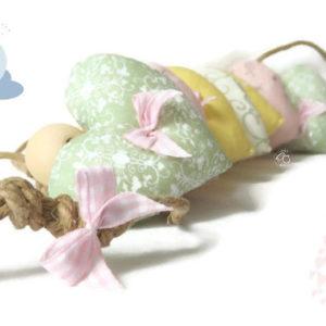 Guirlande  de coeurs en tissu  . Tissus tons pastel, perles en bois .  unique fait main.