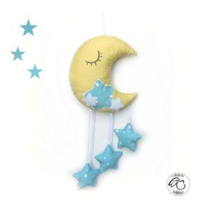 Lune  et ses étoiles à suspendre.Lune endormie jaune, étoiles bleu.Original, fait main.
