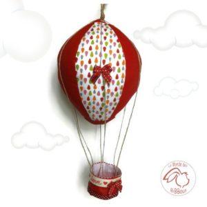 Montgolfière rouge six pans.Tissu coton, cordage, rubans et noeuds décoratifs.Unique fait main.
