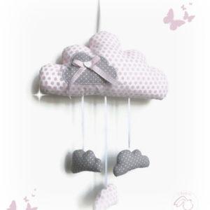 Nuage  à suspendre en tissu blanc à pois rose.