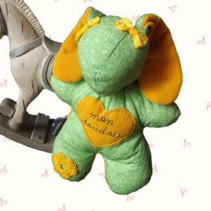 """Doudou Lapin Bibbou """" Mon doudou"""" . Brodé main, vert et jaune .original et unique."""