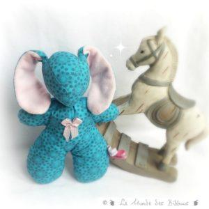 Doudou Lapin  Bibbou pour enfant .Bleu et rose. Tissus biologiques oekoex . Original, fait main.