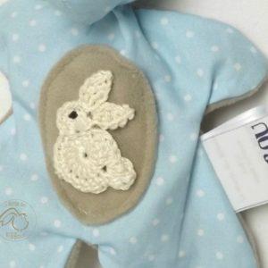Doudou lapin ,bleu, taupe,lapin au crochet. Tissus Oeko tex .Norme CE. Original , fait main.