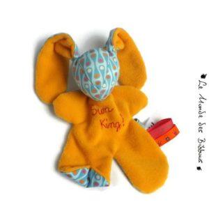 """Doudou lapin pour bébé multicolore, brodé main """"sun king"""".Tissus biologiques.Fait main, Unique et original."""