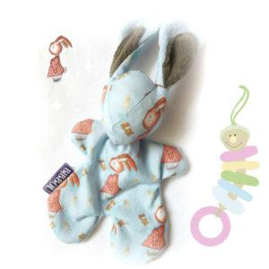 Doudou lapin pour bébé. «Monsieur Lapin» Tissu  Illustration originale .Cadeau de naissance. Fait main.