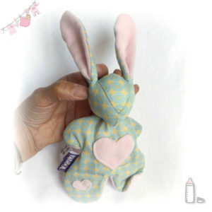 Doudou lapin pour bébé.  Moubbi  tendre rose et vert .Fait main, Unique et original.
