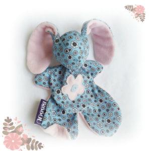 Doudou lapin pour bébé. Tissu bleu , à petites fleurs .Fait main, Unique et original.
