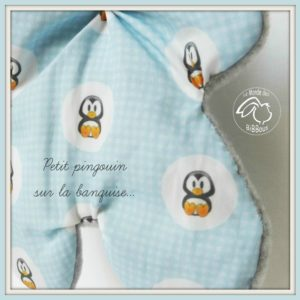 Doudou lapin pour bébé, vichy bleu et polaire gris motifs pingouins. Original , fait main.