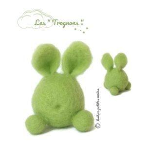 Lapin figuratif vert anis en laine cardée. Une décoration à collectionner !