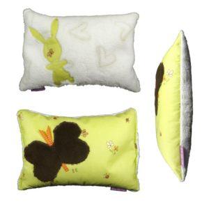 Coussin °°confort °° pour enfant vert anis et papillon, malléable,original, fait main.