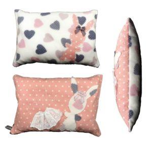 Coussin  pour enfant tissu coton rose pois blanc brodé main «lolita» ,original, fait main.