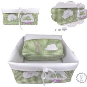 Panières de rangement , vichy vert doublé tissu plastifié blanc, nœuds et appliqués.