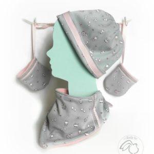 Ensemble bonnet, bandana, gants pour bébé.Tissu coton gris , polaire rose. original fait main.