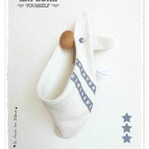Bandana, tour de cou, enfant 3/8 ans. Tissu coton sweat-shirt beige chiné.Surpiqué rubans étoile. Original.