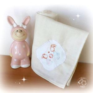 Lange  coton biologique  GOTS ecru , appliqué: les lapins amoureux.Fait main .