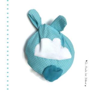 """Range doudou bébé  """" Nid câlin """" tissu coton bleu turquoise,appliqué nuage . Pratique et ludique."""