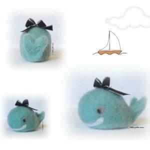 Baleine bleu turquoise en laine cardée avec noeud décoratif unique et originale , fait main .made in france.