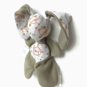Doudou lapin et son ami le chat . Tissus polaire taupe, tissu coton motif chat.unique, fait main en Fance.