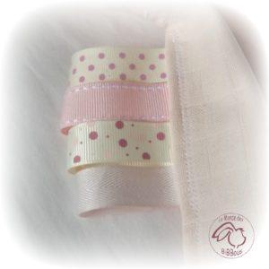 Doudou lange avec oreilles de lapin, rose  avec attache sucette ,multi sensoriel .
