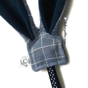 Attache sucette .Oreilles de lapin tissu coton lange bleu jean doublé micropolaire bleu foncé.