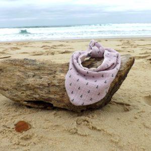 Bandana, tour de cou bébé enfant, rose,motif ancres marine, double gaze de coton doublé tissu lange.