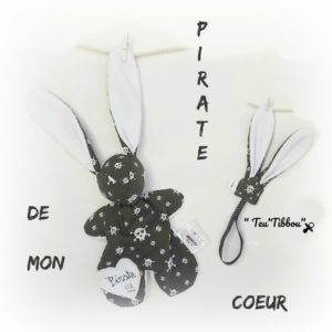 Doudou lapin Pirate  et son attache sucette  RESERVE JULIE