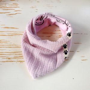 Bandana rose,  réversible et ,double gaze de coton doublé sweat. A partir de 6 mois.