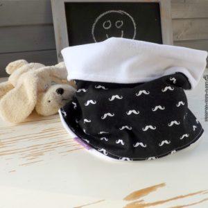 Snood Hiver,noir et blanc , moustache .Tissu coton et polaire .Pour enfant 4 ans et plus.