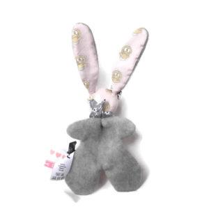 Doudou lapin rose et gris tissu oeko tex motif bébé unique et original.