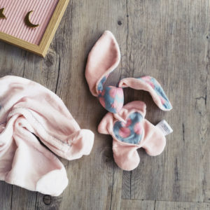 Doudou lapin Moubbi «grandes zoreilles» rose et bleu. Fait main , original et unique.