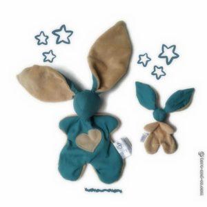 Doudou lapin Moubbi «grandes zoreilles»taupe et bleu. Fait main , original et unique.