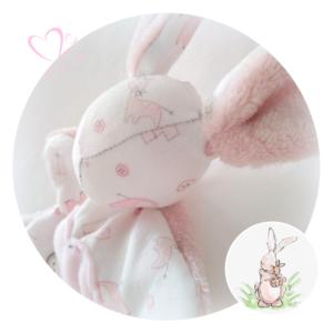 Doudou lapin en tissu coton motif bébé doublé douillette moelleuse rose.Unique et originale.