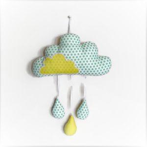 Décoration chambre d'enfant nuage et gouttes de pluie tissus blanc pois vert et jaune.fait main . made in France