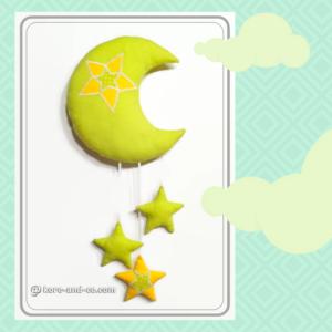 Lune à suspendre , décoration murale pour bébé. Jaune et vert anis. made in France , fait main.