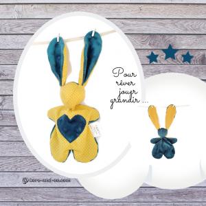 Doudou lapin  en tissu couleur jaune moutarde et bleu, unique et original. Fait mains.