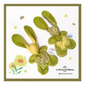 Deux Doudous lapins en tissu jaune et vert anis.Tissus Oeko tex coton et minkee velours. Unique, original fait mains.