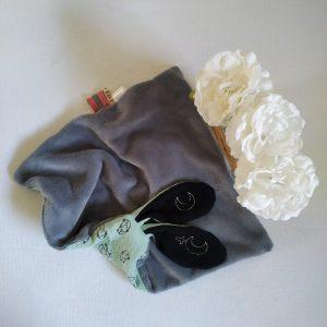 Doudou lapin lange. Multi sensoriel en tissus Oeko Tex.Original fait mains.