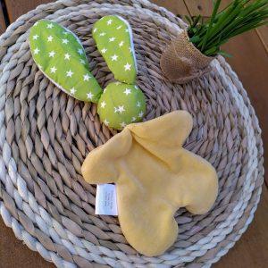 Doudou lapin étoile.Tissus Oeko tex coton vert et velours jaune . Unique, original fait mains.