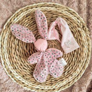 Doudou lapin lutin.Tissus Oeko tex coton rose à fleur et velours rose . Unique, original fait mains.