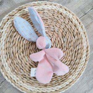 Doudou lapin rose et bleu avec nœud. Fait main .Unique et original.