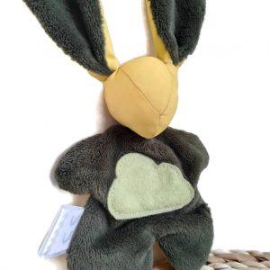 Doudou lapin vert bronze et jaune, appliqué nuage. Fait main .Unique et original.